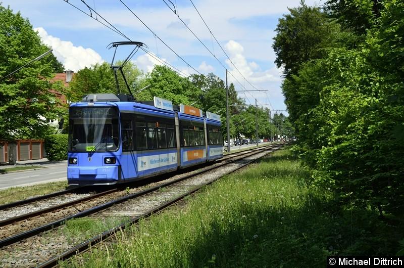 Bild: 2136 als Linie 25 zwischen den Haltestellen Klinikum Harlaching und Menterschwaige.