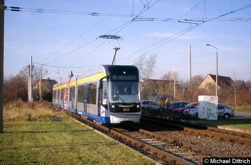 Bild: 1205 vor der Haltestelle Saturnstraße.