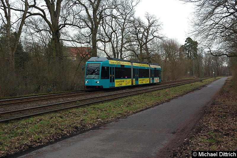 Bild: 006 als Linie 19 zwischen den Haltestellen Waldau und Waldfriedhof Goldstein. Die Linie 19 verkehrt nur zwei mal am Tag als reine Schülerlinie.