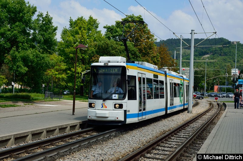 Bild: Wagen 606 als Linie 4 an der Endstelle Emil-Wölk-Str.
