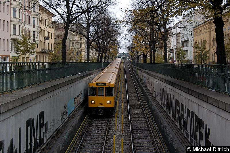 Bild: An der Spitze des Zug Wagen 638 zwischen den Bahnhöfen Eberswalder Str. und Seenefelder Platz.