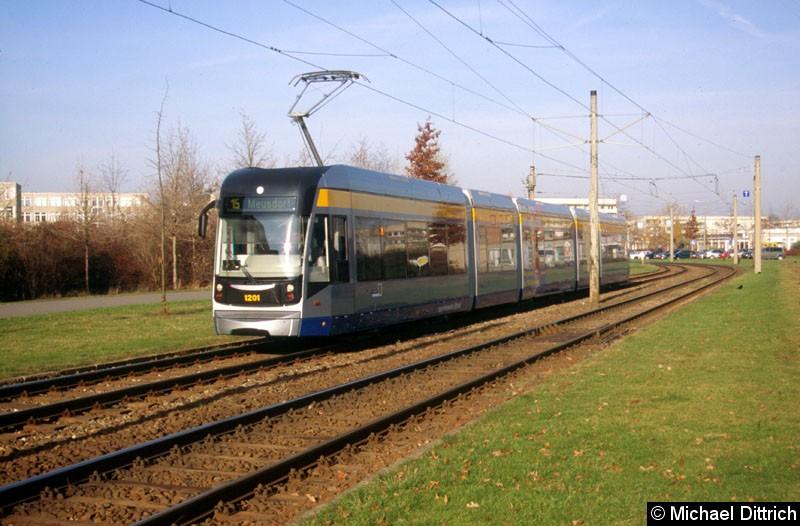 Bild: 1201 als Linie 15 zwischen den Haltestellen Jupiterstraße und Plovdiver Straße.