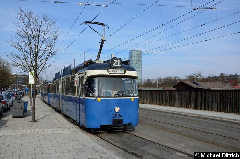 Bild: 2006 + 2039 als Linie 21 an der Endstelle U Westfriedhof.