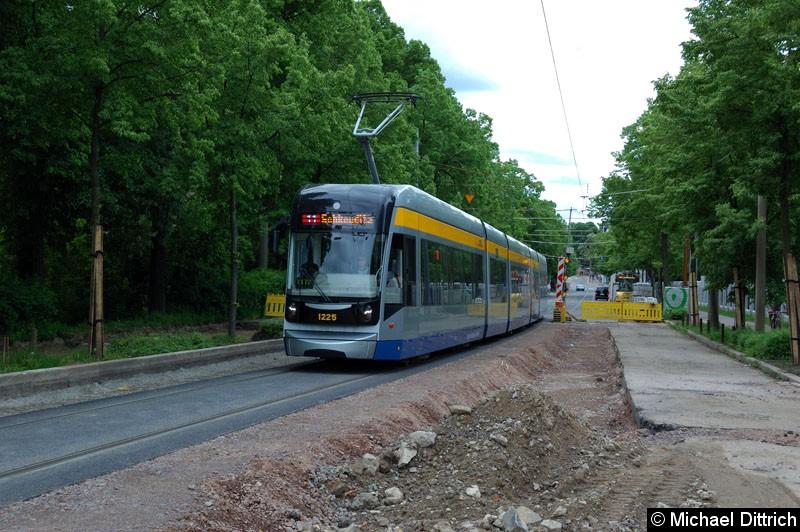 Bild: 1225 als Linie 11 in der Bornaische Str. zwischen den Haltestellen Raschwitzer Str. und S Connewitz.