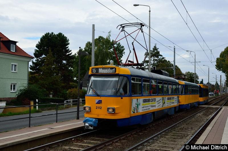 Bild: 2112 + 2051 + 903 als Linie 15 in der Haltestelle Roseggerstr.