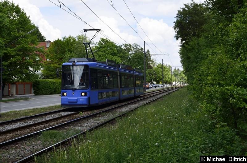 Bild: 2127 als Linie 25 zwischen den Haltestellen Klinikum Harlaching und Menterschwaige.
