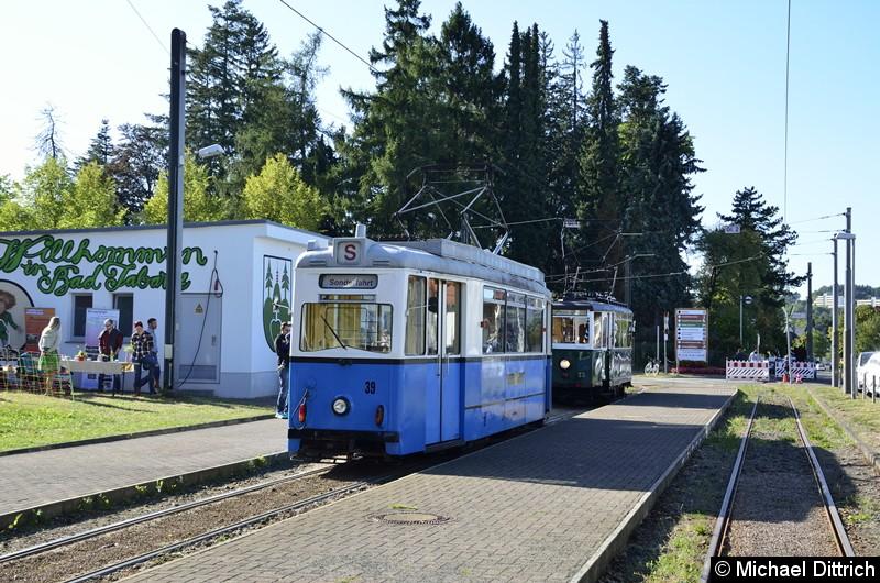 Bild: Wagen 39 stand ebenfalls in Bad Tabarz und konnte da besichtigt werden. Der Wagen 23 hinter dem Wagen.