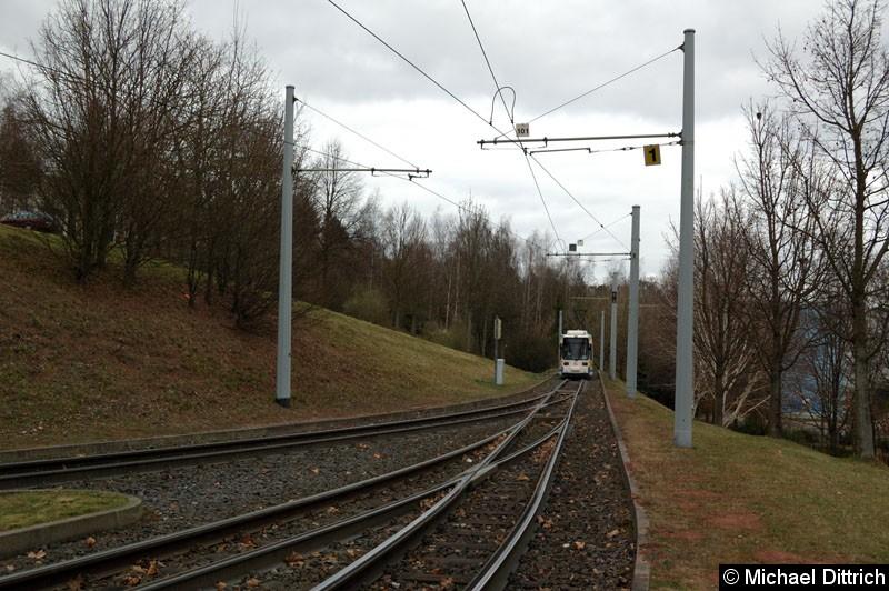 Bild: Eine sehr interessante Endstelle. Man fährt in ein Gleis rein und kann dann aus zwei Gleisen aussuchen wo man rein möchte. Blick in die Wendestelle Lobeda-Ost.
