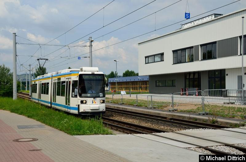 Bild: Wagen 614 als Linie 4 kurz vor der Haltestelle Sparkassen-Arena.