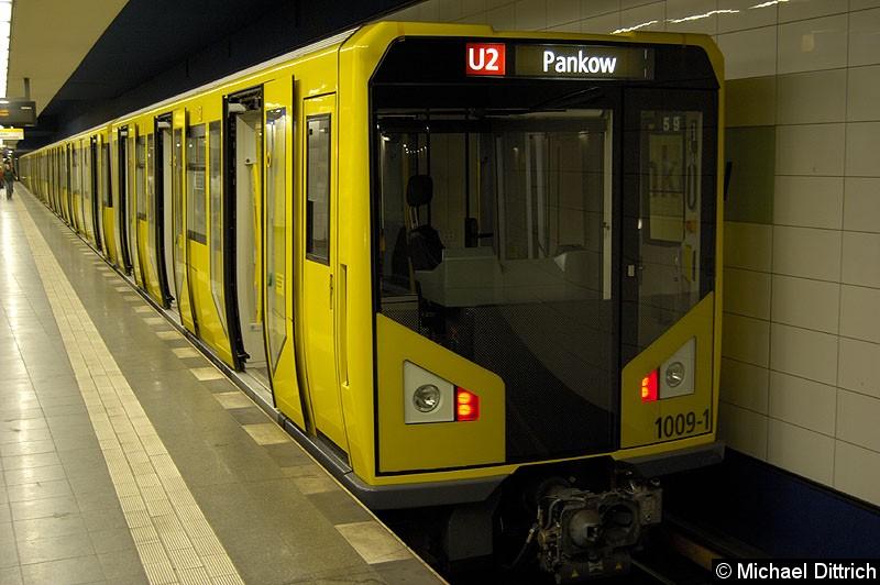Bild: 1009-1 als U2 im Bahnhof Pankow bei der Ankunft.