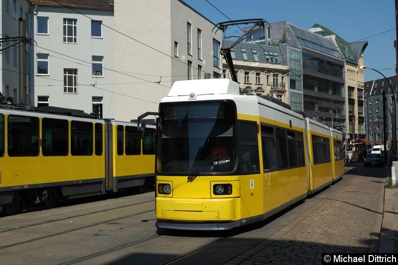 Bild: 1028 als Linie 12 in der Großen Präsidentenstraße. Ziel: U-Bahnhof Naturkundemuseum.