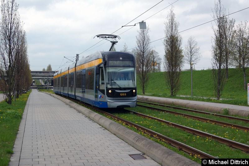 Bild: 1203 als Linie 16 zwischen den Haltestellen Bahnhof Messe und Messegelände.