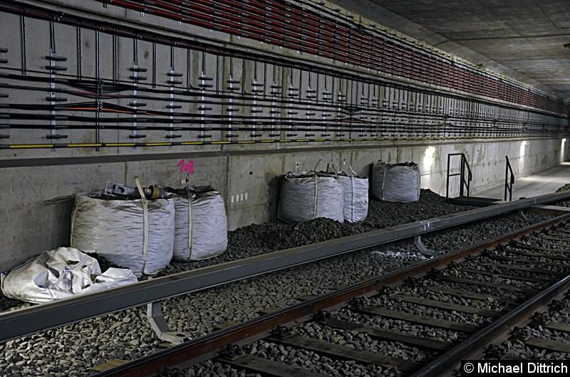 Bild: Dieses Gleis führt in das derzeitig nicht genutzte Streckengleis. Hier müssen noch umfangreiche Bauarbeiten stattfinden, damit eine viergleisige Kehranlage möglich wird.