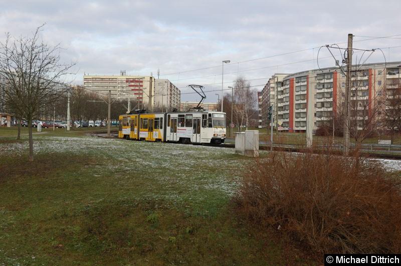 Bild: KTNF8 348 als Linie 2 (geschildert als Linie 3) in der Nürnberger Str.