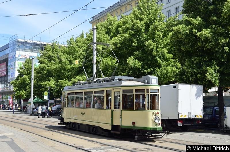 Der historische Triebwagen 70 im Breiten Weg auf dem Weg nach Herrenkrug.
