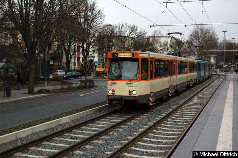 Bild: 710 und ein weiterer Wagen als Linie U5 an der Haltestelle Gießener Str.