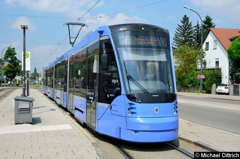 Bild: Avenio 2807 als Linie 19 an der Haltestelle St-Veit-Str.