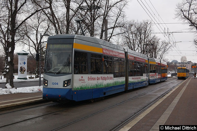 Bild: 1306 als Linie 7 in der Haltestelle Sportforum.