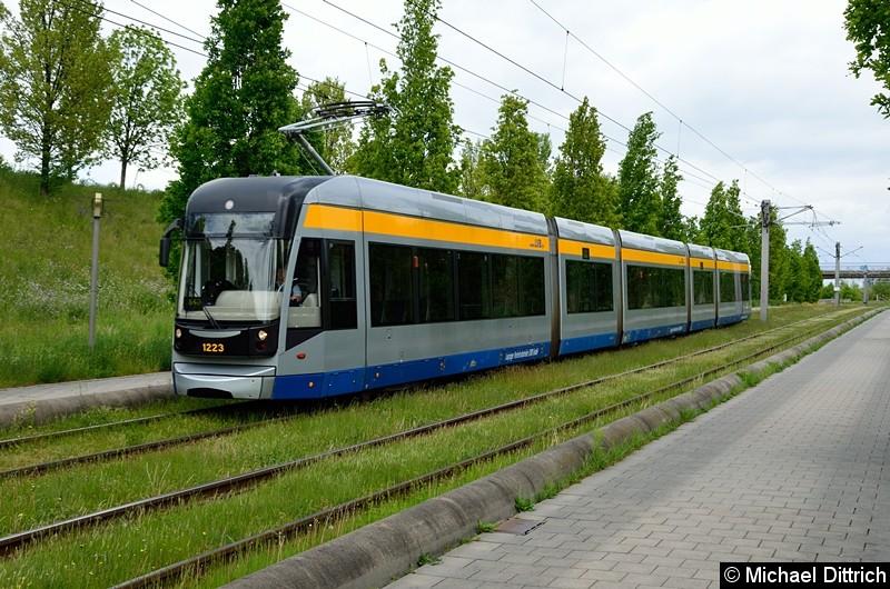 Bild: 1223 als Linie 16 zwischen den Haltestellen Messegelände und S-Bahnhof Messe.