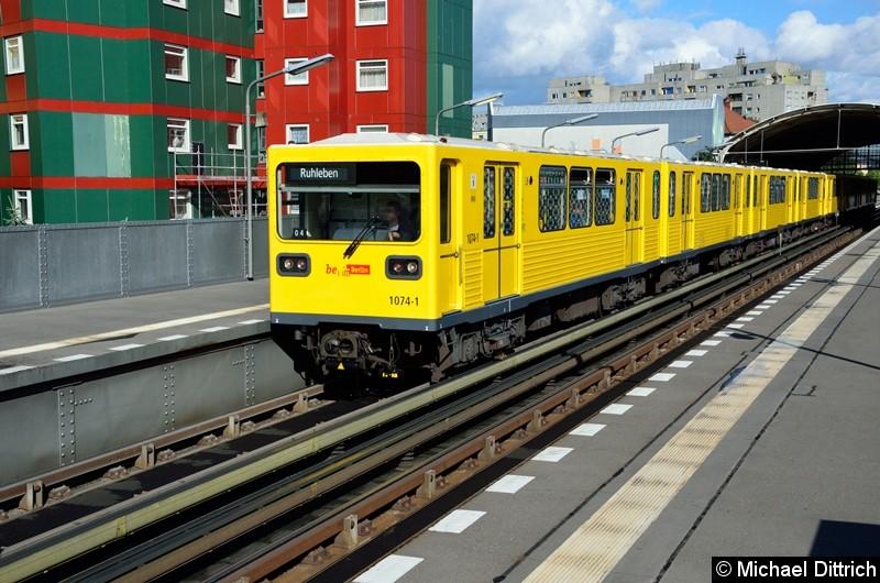 Bild: 1074 als U12/4 im Bahnhof Prinzenstr.