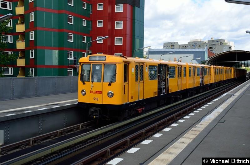 Bild: 518 an der Spitze des Zuges U12/15 im Bahnhof Prinzenstr.