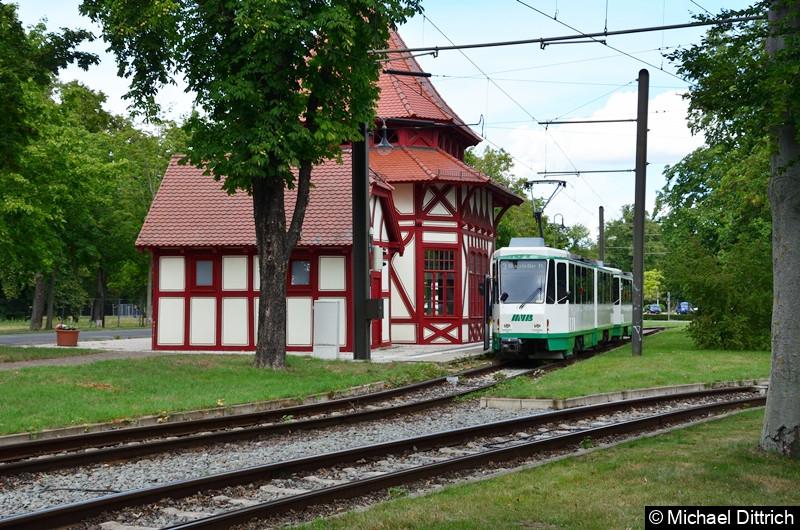 1288 und 1289 in der Haltestelle Herrenkrug zur Abfahrt bereit.