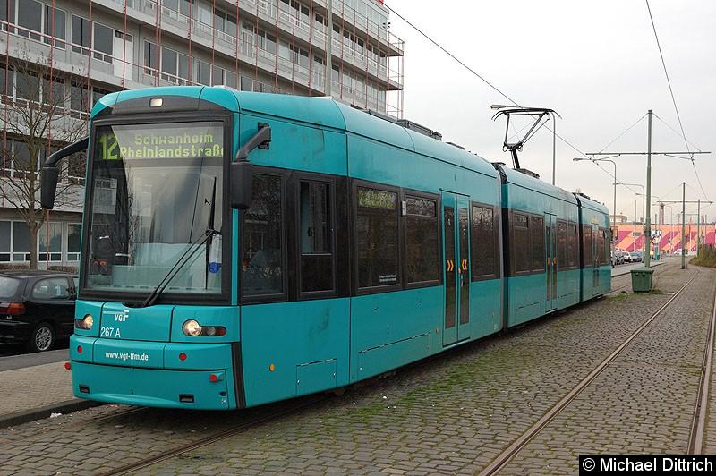 Bild: 267 als Linie 12 an der Haltestelle Hugo-Junkers-Str./Schleife.