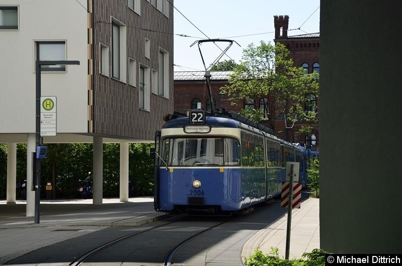 Bild: 2006 + 2039 als Linie 22 an der Endstelle Hochschule München.
