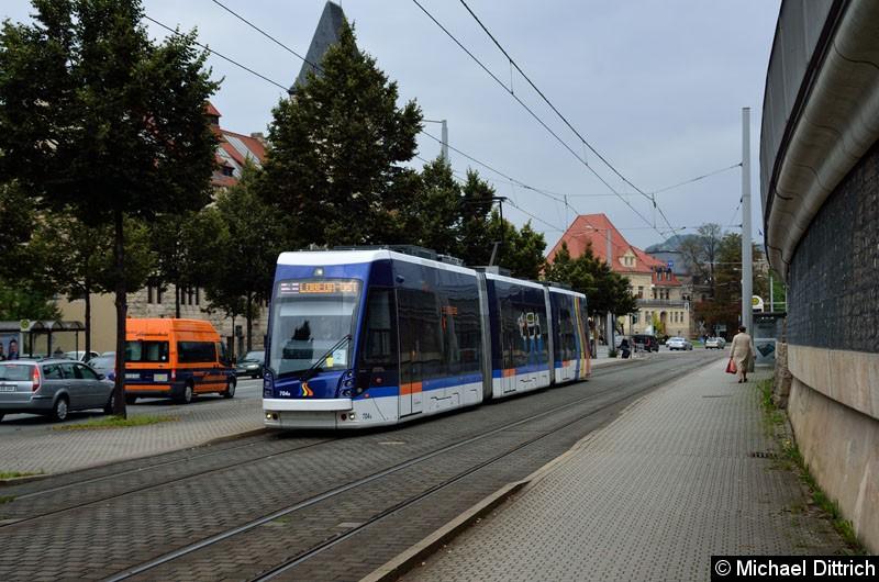Bild: 704 als Linie 3 kurz hinter der Haltestelle Paradiesbahnhof West.