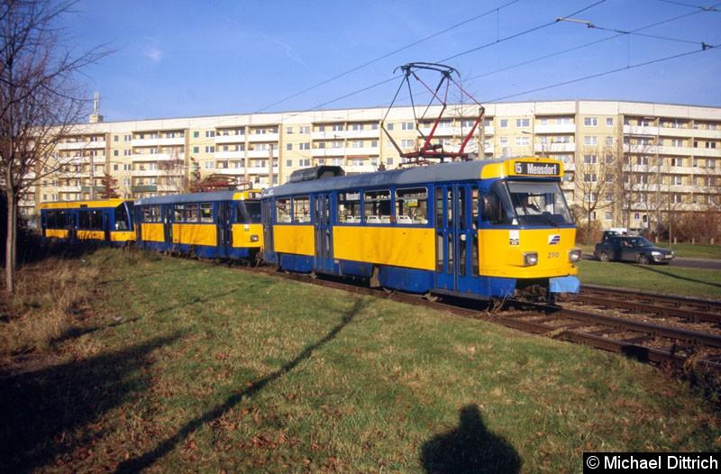 Bild: 2110 als Linie 15 zwischen den Haltestellen Saturnstraße und Jupiterstraße.