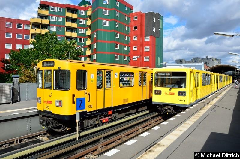 Bild: 570 (links) und 1074 (rechts) als U12 im Bahnhof Prinzenstr.
