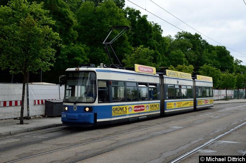 Bild: 2115 als Linie 21 in der Endstelle U Westfriedhof.