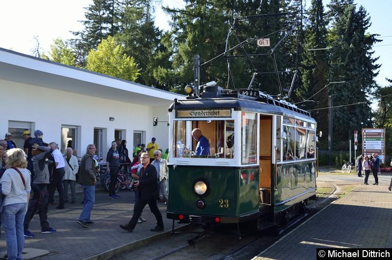 Bild: Wagen 23 als Ausstellungsstück an der Haltestelle Bad Tabarz.