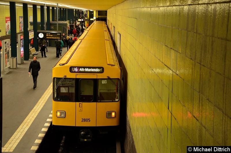 Bild: 2805 als Linie U6 im Bahnhof Tempelhof.