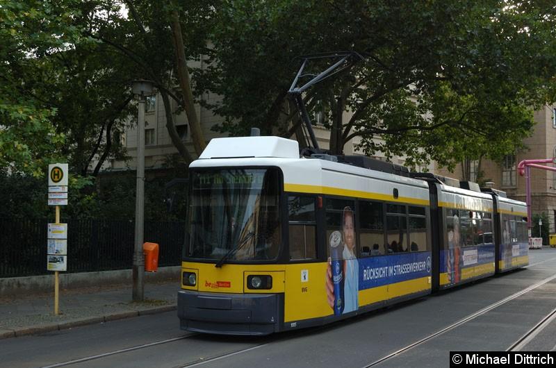 Bild: 1085 als Linie M1 an der Haltestelle Am Kupfergraben.