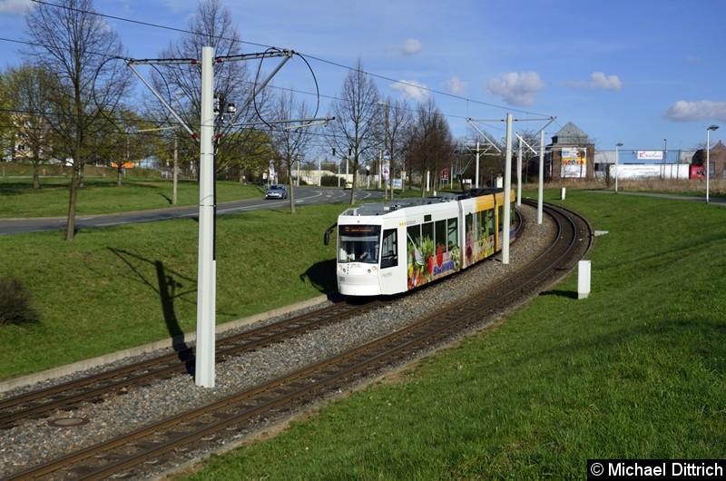 Bild: 203 erreicht als Linie 3 in Kürze die Haltestelle Ernst-Abbe-Straße.