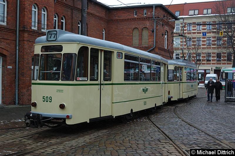 Bild: 413 mit Beiwagen 509 bei der Einfahrt in den Museumsbetriebshof Sudenburg.
