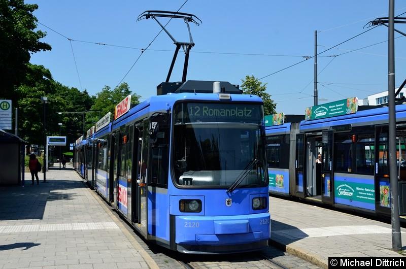 Bild: 2120 als Linie 12 in der Endstelle U Scheidtplatz.