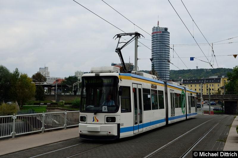 Bild: 630 als Linie 4 zwischen den Haltestellen Paradiesbahnhof und Jenertal.