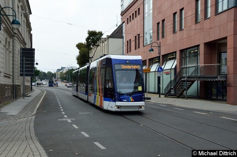 Bild: Der aus Jena ausgeliehene Wagen 705 bei der Sonderfahrt in der Logenstraße Ecke Große Scharnstr.
