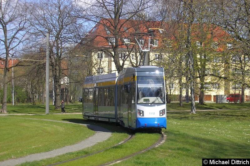 Bild: 1312 als Linie 2 im Park an der Naunhofer Straße.