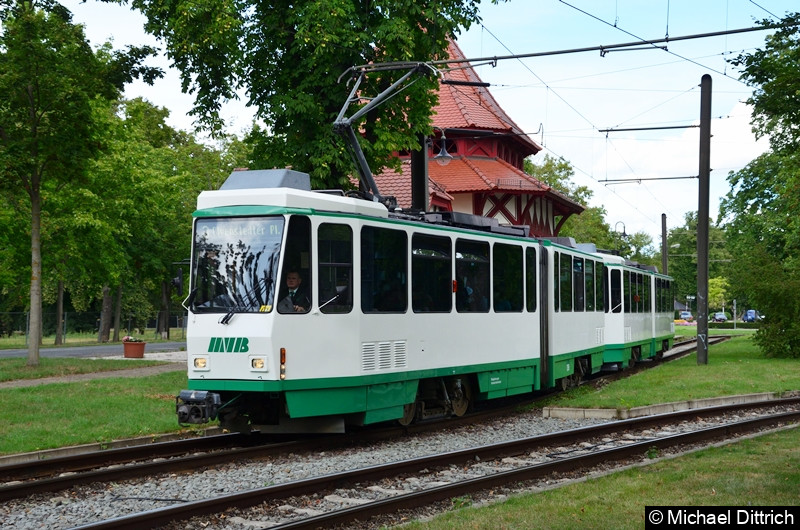 1288 und 1289 in der Haltestelle Herrenkrug bei der Abfahrt.