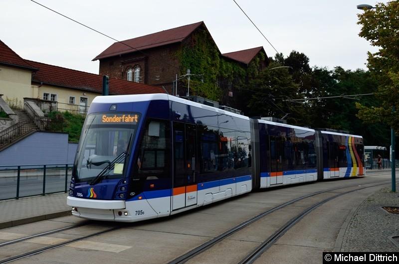 Bild: Der aus Jena ausgeliehene Wagen 705 bei der Sonderfahrt am Hauptbahnhof.