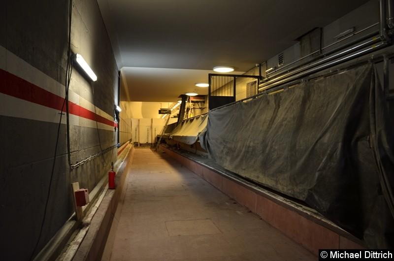 Bild: Hier werden ab Ende 2020 die Züge in Richtung Hönow fahren. Hinter der Wand fahren derzeit keine Züge, diese verkehren auf dem anderen Gleis.